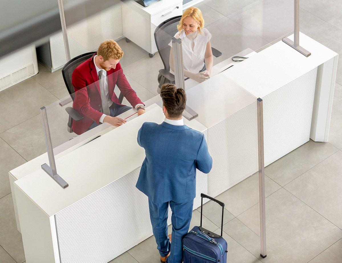 Novità: barriere di protezione per il contenimento batterico - Ideali per scrivanie e banconi di uffici, reception, banche, amministrazioni pubbliche, comuni, farmacie o negozi in genere con attività di vendita al pubblico