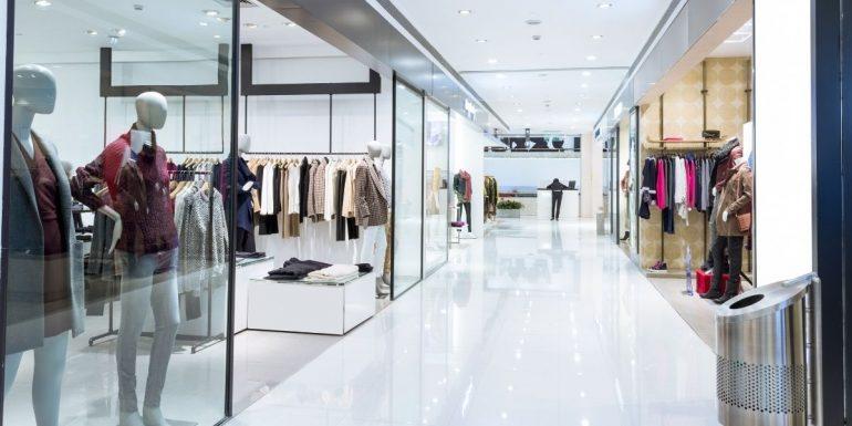 Come scegliere vetrine e infissi per il tuo negozio